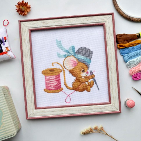"Cross stitch kit ""Seamstress mouse"""